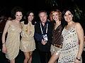 Flickr - proteusbcn - En Ramon Sostres amb les fantàstiques coristes.jpg