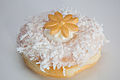 Floral decoration on wedding doughnut (15436670856).jpg