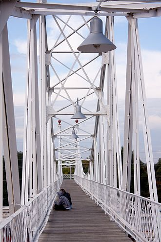 Jefferson Avenue Footbridge - Image: Footbridge along Historic Commercial Street