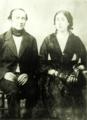 Fotografía de Ignacio Domeyko junto a su esposa, Enriqueta Sotomayor y Guzmán..PNG