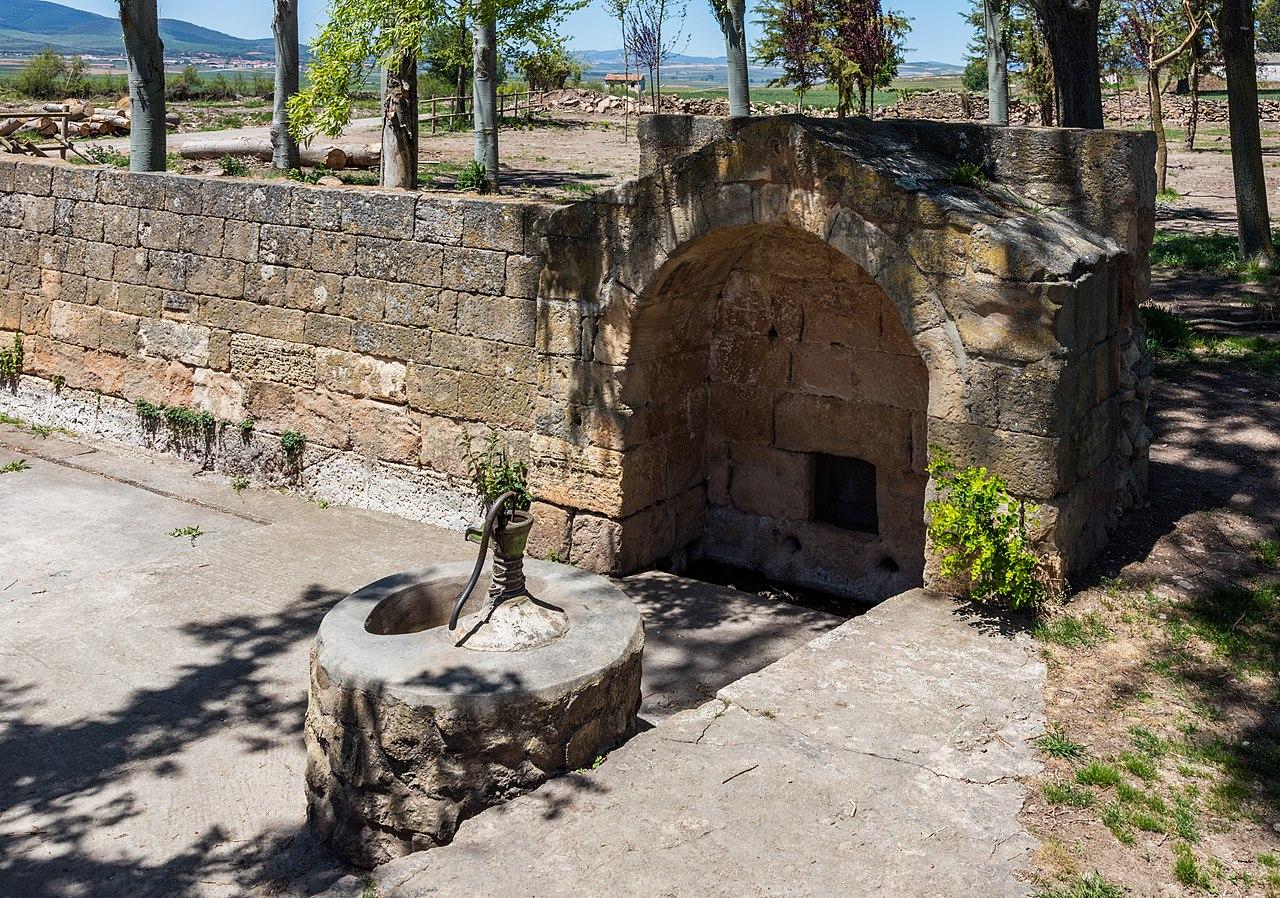 Archivo:Fuente romana, Muro de Ágreda, Soria, España, 2017-05-23 ...