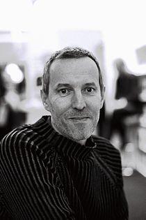 Gérard Davet au salon du livre de Paris 2012.jpg