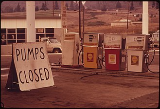 Economic sanctions - An undersupplied U.S. gasoline station, closed during the oil embargo in 1973