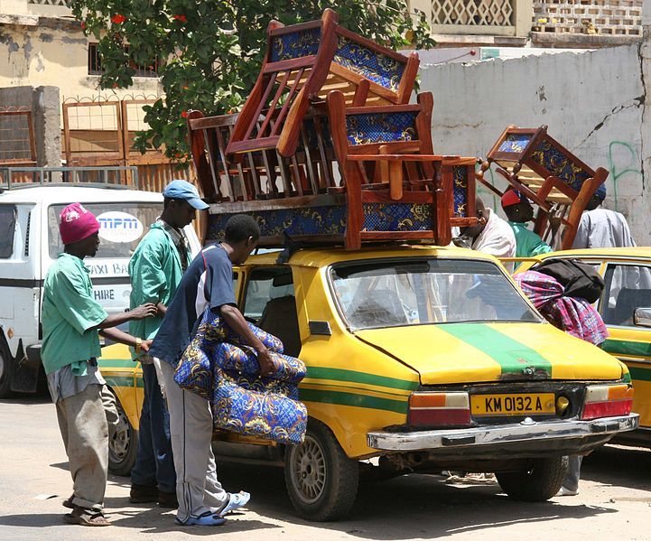 Datei:Gambia - multifunctional taxi.jpg