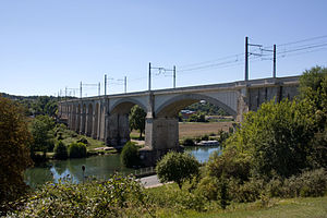 Paris–Marseille railway - The railway viaduct crossing the Loing at Saint-Mammès.
