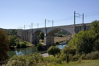 Paris–Marseille railway - The railway viaduct crossing the Loing at Saint-Mammès