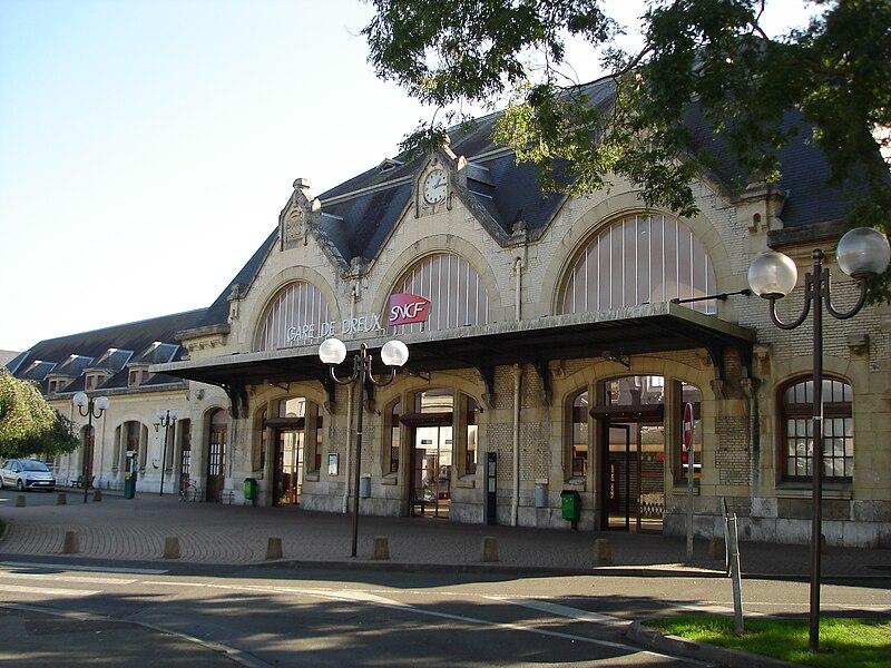 Gare de Dreux (28): Le bâtiment voyageurs.