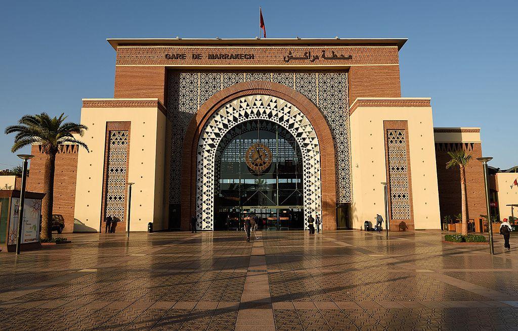 La gare de Marrakech se trouve dans le quartier du Guéliz.