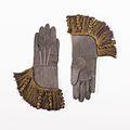 Gauntlets MET 27252a-b CP4.jpg