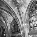 Gewelven over het schip met neo-gothische beschildering - 's-Gravenhage - 20085567 - RCE.jpg