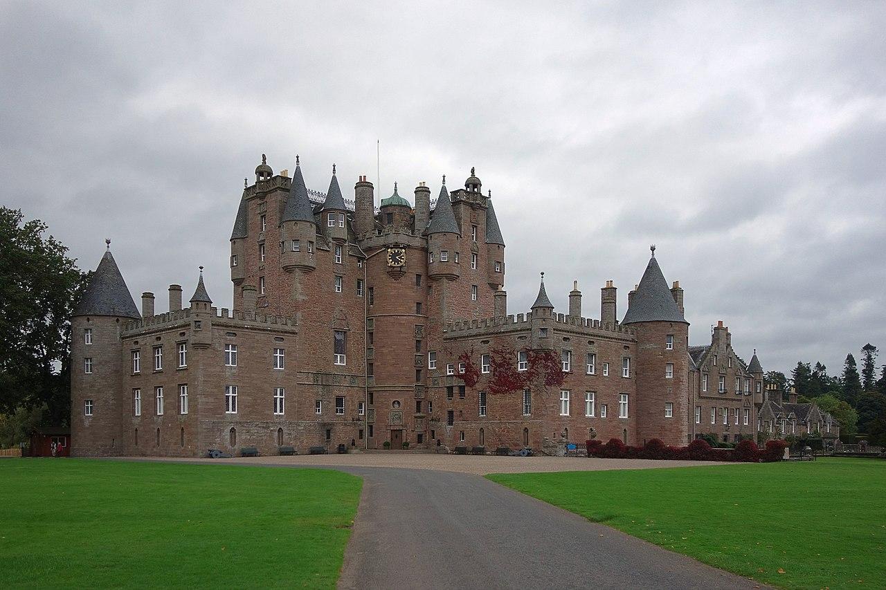 Glamis Castle 01.jpg