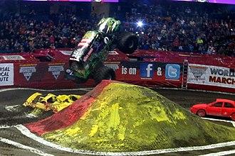 Monster Jam - Image: Gravedigger jumping