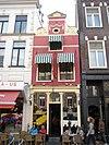 foto van Rood pand Grote Markt 47 met halsgevel (Der Witz)