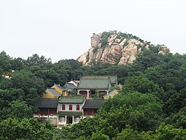 Guang Ming Temple in Wulian Moutain 2011-08.JPG