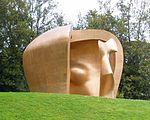 Guernica - Parque de los Pueblos de Europa, escultura 'Great figure in a shelter' (Henry Moore, 1986).jpg