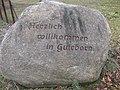 Guteborn, Hauptstr. gegenüber Hausnr. 2, Willkommen-Stein, 01.jpg