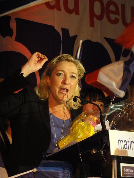 File:Hénin-Beaumont - Marine Le Pen au Parlement des Invisibles le dimanche 15 avril 2012 (M).JPG