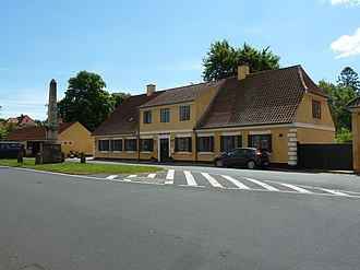 Hørsholm Local History Museum - The museum building and the Stolberg Column