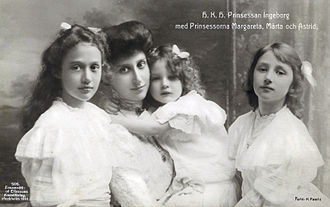 Princess Märtha of Sweden - Märtha (right) with her mother and sisters