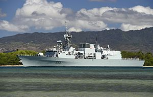 HMCS Calgary (FFH-335) leaves Pearl Harbor in July 2014