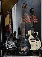 Hamburg Metal Dayz - Signierte Gitarren 01.jpg