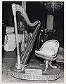Harpe du salon des Jeux de la Reine.jpg