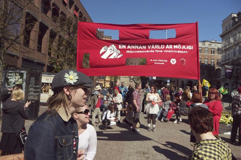 File:Helsingborg 1Maj 2012 fana.tiff