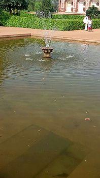Humayun's tomb pond.jpg