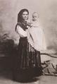 Infante D. Manuel (futuro D. Manuel II) aos cinco meses de idade, ao colo da sua ama de leite.png