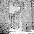 Ingangspoort van de Basilica in Baalbek, Bestanddeelnr 255-6500.jpg