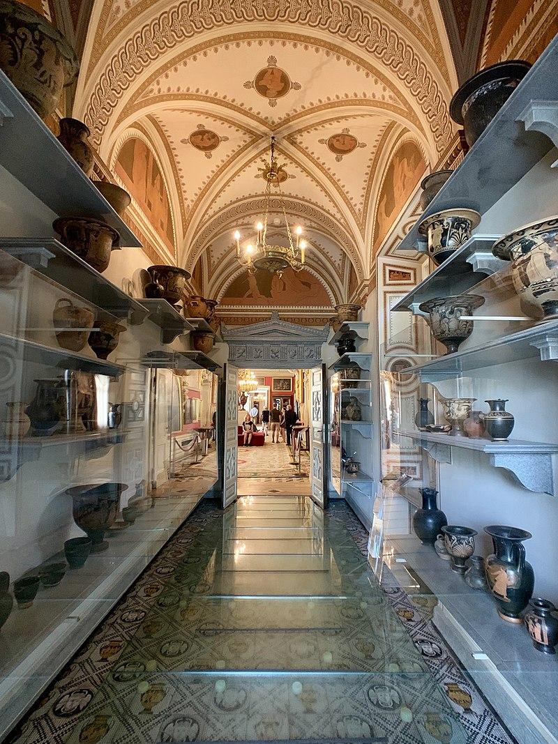 Interior of the Wilanów Palace, Warsaw, Poland 09.jpg