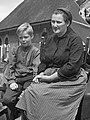 Jan Krol en Jantje Weurding als Bartje en zijn moeder (1972).jpg