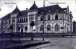 The building of the Vâlcea County court from the interwar period, now the Râmnicu Vâlcea court.
