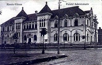 Vâlcea County - The building of the Vâlcea County court from the interwar period, now the Râmnicu Vâlcea court.