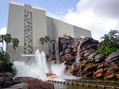 A boat splashing down on Jurassic Park: The Ride.