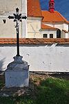 Kříž před kostelem, Sebranice, okres Blansko.jpg