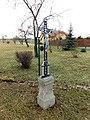 Kříž u cesty mezi domy čp. 13 a čp. 14 ve Vokově (Q88012728) 02.jpg