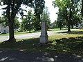 Kříž u kaple ve Chlumu (Q66052010).jpg