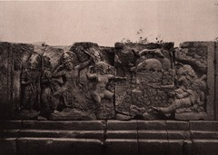 KITLV 155163 - Kassian Céphas - Reliefs on the terrace of the Shiva temple of Prambanan near Yogyakarta - 1889-1890.tif