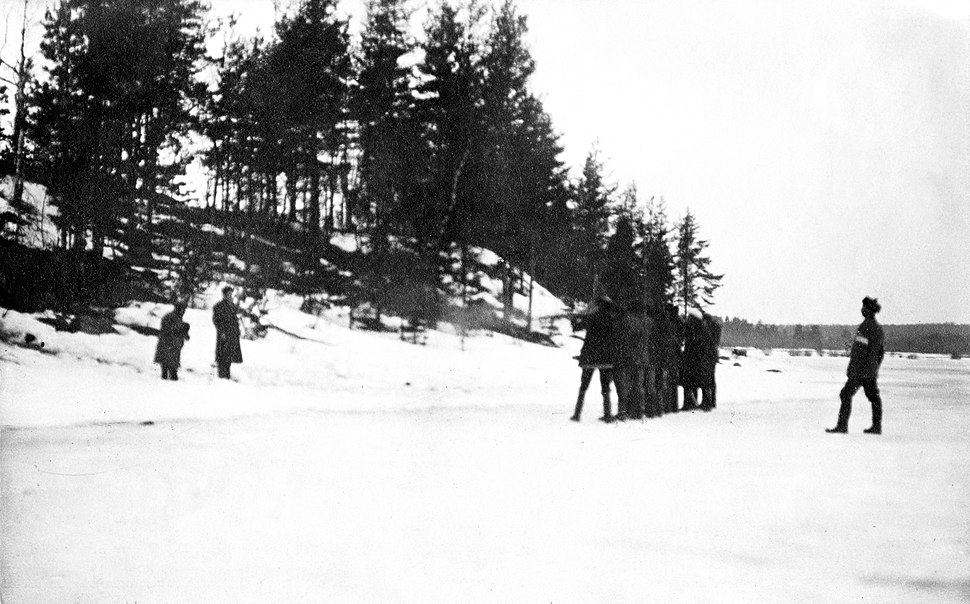 Kaksi punaista teloitetaan Kiviniemessä Karjalan kannaksella 11.4.1918 (26364614704)
