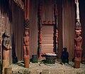 Kamerun Oku Palast Eingang Linden-Museum.jpg