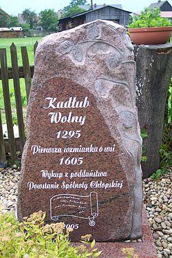 Kamień upamiętniający w Kadłubie Wolnym.jpg