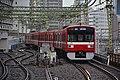 Keikyu 1500 series at Shinagawa Station 1 (47983948433).jpg