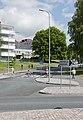 Kevyttä liikennettä Pakilantien, Suursuonlaidan ja Pirjontien risteyksessä Maunulassa - G29545 - hkm.HKMS000005-km0000ob8t.jpg