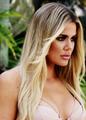 Khloe Kardashian Glamour 2.png