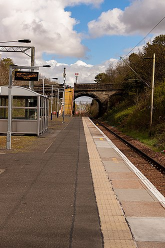 King's Park railway station - Westbound platform, looking towards Croftfoot.