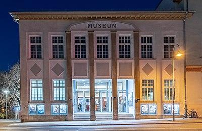 Kino Museum in Tübingen bei Nacht 2019.jpg