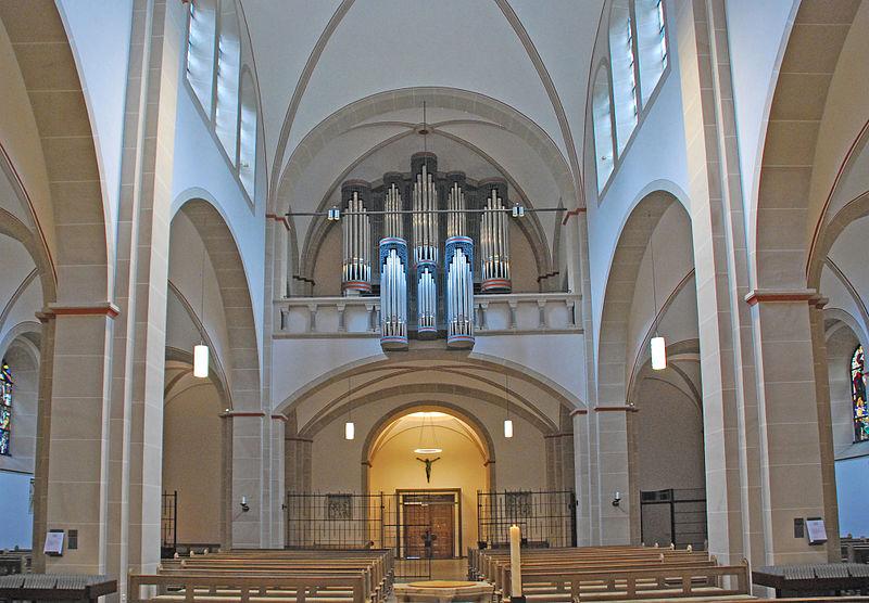 File:Kirchenschiff-Pankratius-GT.jpg