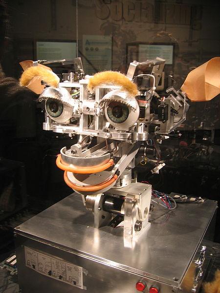 پرونده:Kismet robot 20051016.jpg