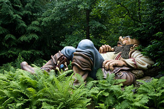 Hop-o'-My-Thumb - Hop-o'-My-Thumb with the sleeping ogre, as shown at the Efteling.